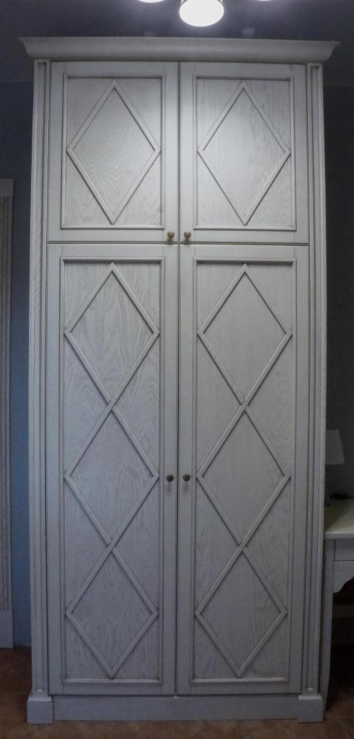 Шкаф из массива 1