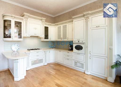 Кухня с фасадами из массива из бука «Клио»