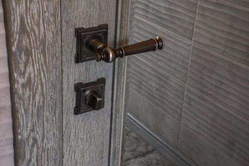 Двери из массива 4