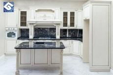 Кухня с фасадами из массива ясеня «Афродита»